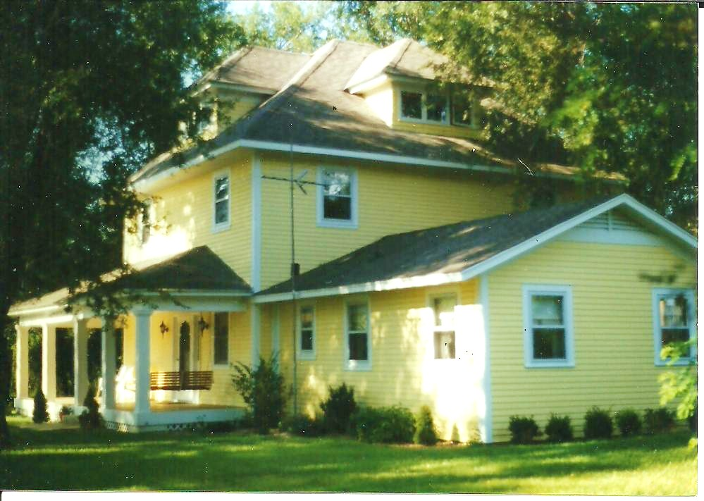 Angled front of farmhouse 1997 001